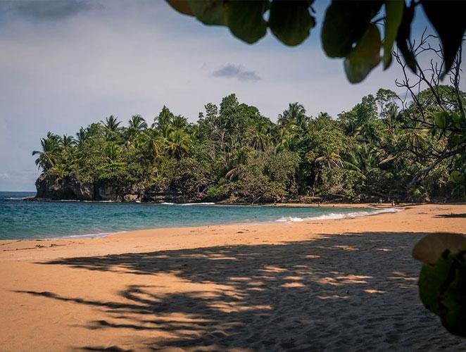 Bluff Beach, Isla Colon