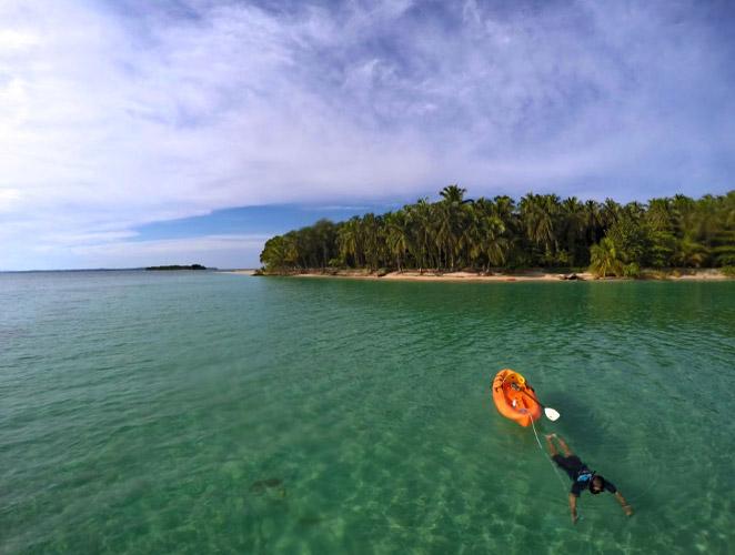 Kayak at Cayo Zapatilla, Bocas del Toro